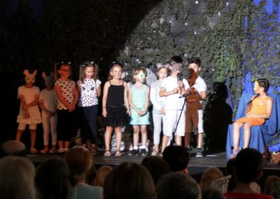 kids_on_stage_-1